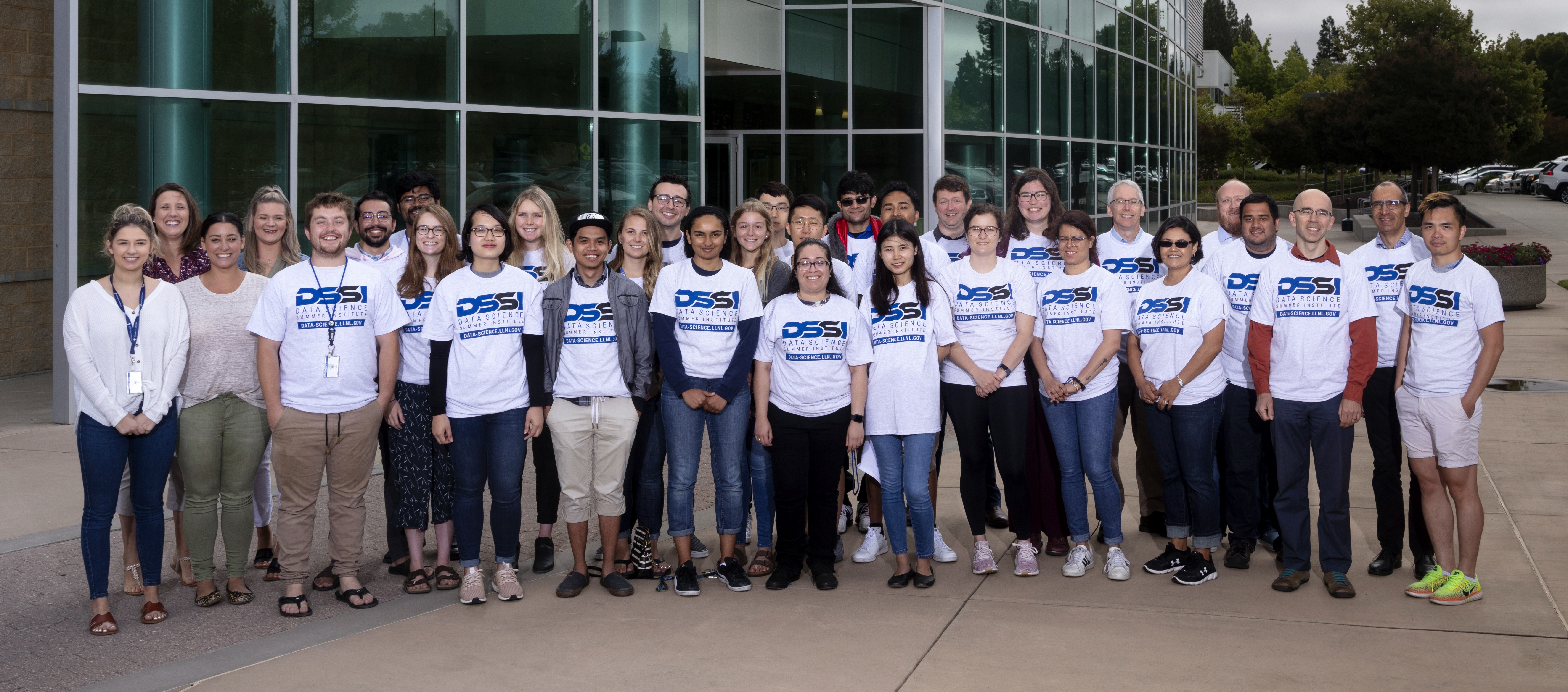 DSSI class of 2019 standing in a group outside the HPC building